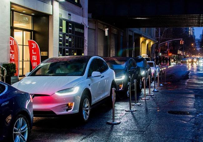 Il nuovo Autopilot di Tesla utilizza i radar per evitare gli incidenti